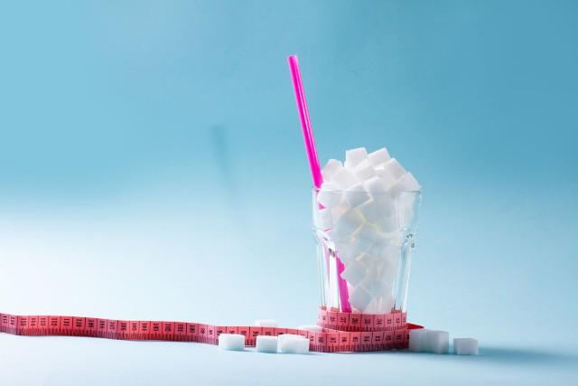 Zgodnie z zaleceniami WHO, ilość cukru w diecie nie powinna być wyższa niż 10 procent energii diety.