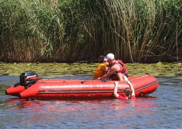 Bezpieczeństwo nad wodą było głównym tematem kampanii, która odbyła się w poniedziałek nad jeziorem kozienickim.