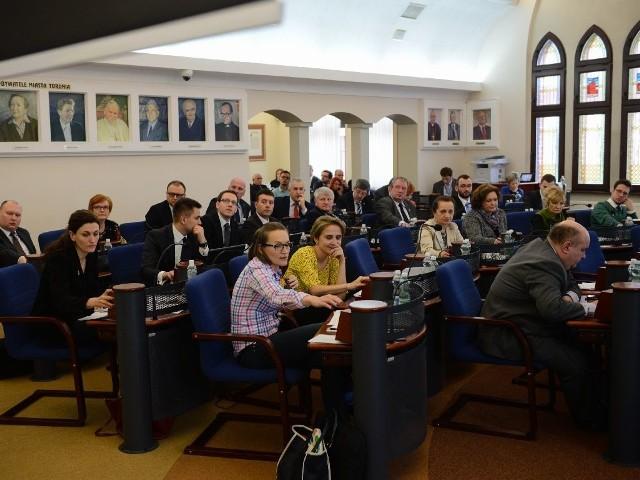 Cała, 25-osobowa Rada Miasta Torunia złożyła już oświadczenia majątkowe na początek kadencji. Kolejne - zgodnie z przepisami - radni będą musieli złożyć do końca kwietnia