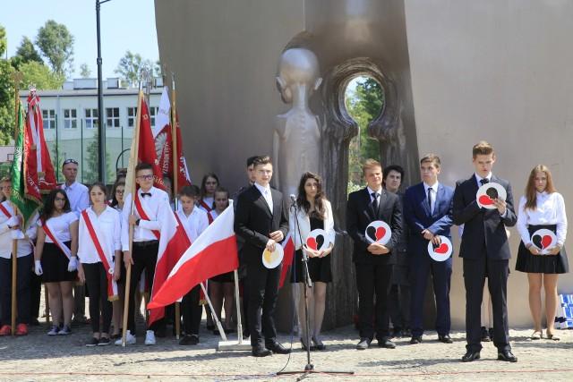 W środę (30.05) pod Pomnikiem Pękniętego Serca Matki w parku im. Szarych Szeregów odbyły się łódzkie obchody Międzynarodowego Dnia Dziecka.