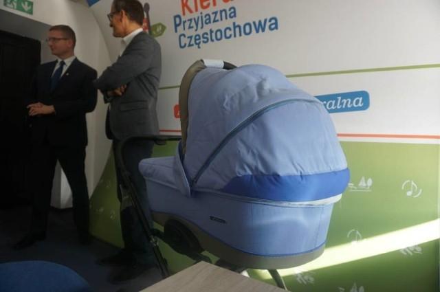 Każde dziecko urodzone dzięki miejskiemu programowi in vitro dostaje wózek