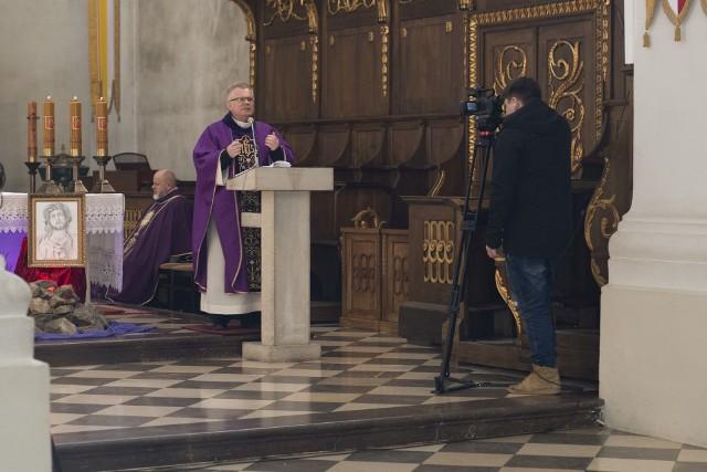 W najbliższą niedzielę, 22 marca, od godziny 11.30 na naszym portalu echodnia.eu będziemy transmitować mszę świętą z Sanktuarium na Świętym Krzyżu.