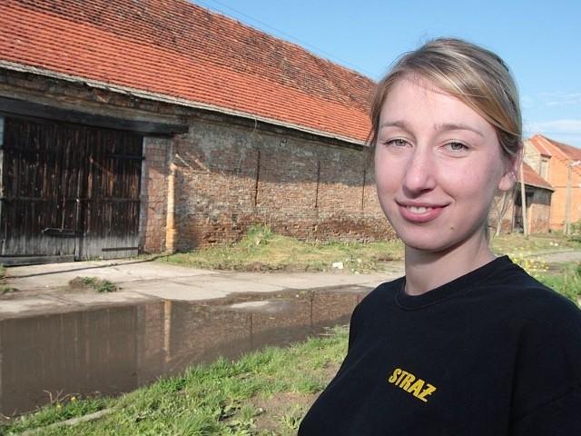 - W tej stodole powstanie magazyn, a później może również muzeum sprzaętu pożarniczego - mówi Patrycja Lizoń z OSP w Międzyrzeczu-Obrzycach.