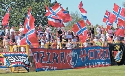 Kibice Gryfa 95 Słupsk bardzo starannie przygotowują się do meczu z liderem III ligi - Bałtykiem Gdynia.