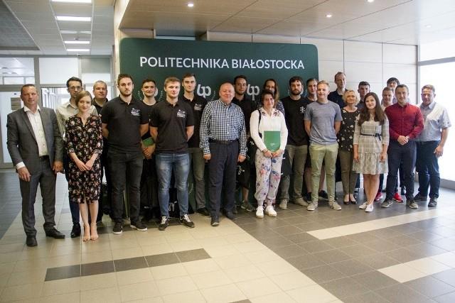 Najzdolniejsi studenci Politechniki Białostockiej spotkali się z rektorem, by pochwalić się osiągnięciami z mijającego właśnie roku akademickiego