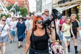 """Marsz """"Lockdown Nigdy Więcej"""" przeszedł przez Białystok. Uczestnicy skandowali: """"Stop segregacji sanitarnej"""" (ZDJĘCIA)"""