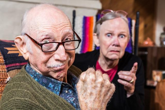 Powody zadłużania się emerytów są niezmienne od lat: niewystarczające dochody, zaciąganie zobowiązań na rzecz młodszych członków rodziny i śmierć współmałżonka.