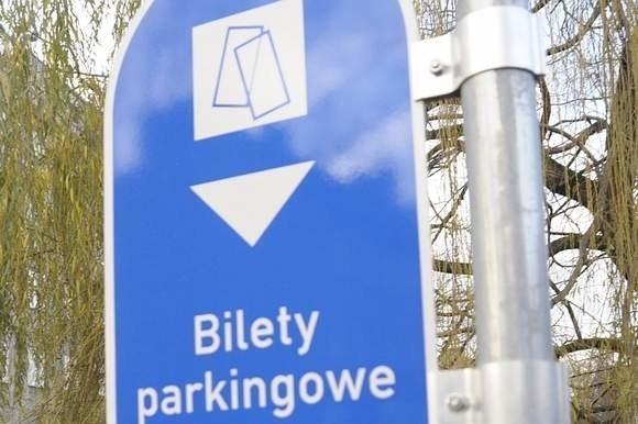 Według planu płatna strefa parkowania ma na niemodlińskim Rynku ruszyć wiosną.