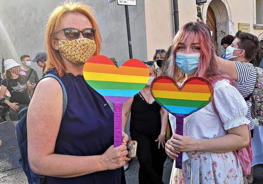 Manifestacje poparcia dla społeczności LGBT odbywają się w...