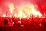"""Marsz Niepodległości 2020. Awantura na rondzie de Gaulle'a w Warszawie. """"Grupy chuliganów zaatakowały policjantów"""" ZDJĘCIA"""