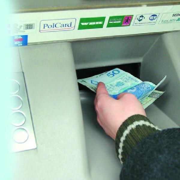 Do bankomatów mamy dostęp przez całą dobę. W bankach tłumaczą, że dzięki temu zawsze możemy skorzystać z konta.