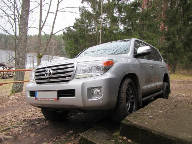 W niedzielę, 12 marca br. patrol realizujący czynności rozpoznawcze w związku z niezatrzymaniem się do kontroli Toyoty Land Cruiser w miejscowości Płaska, odnalazł poszukiwany pojazd porzucony nad jeziorem Paniewo.
