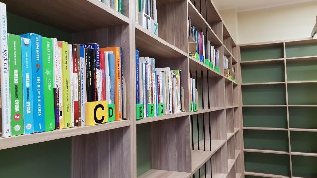 Trwają przenosiny biblioteki w Strzelcach Opolskich.