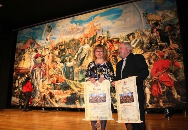 Beata Bomba i Zbigniew Majewski z Krapkowic wyhaftowali dwa metry kwadratowe z repliki obrazu Jana Matejki.