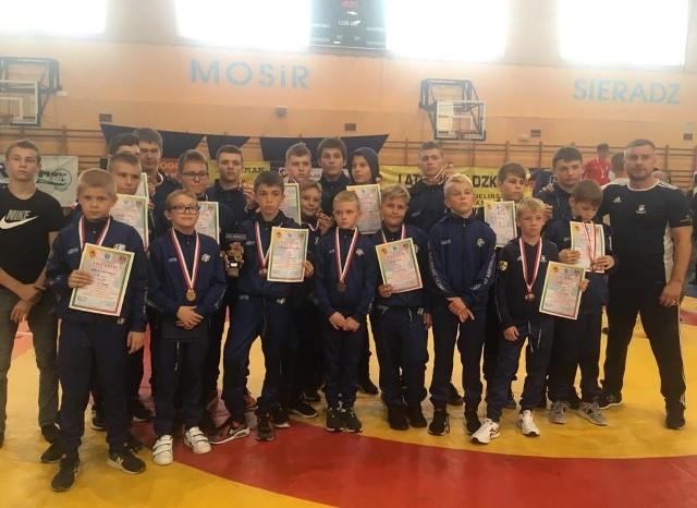 Znakomicie spisali się na ogólnopolskim turnieju w Sieradzu zapaśnicy Orła Namysłów. Czterej jego zawodnicy sięgnęli po złoto, a klub zajął 1. miejsce w klasyfikacji medalowej.