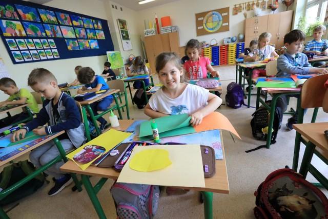 Rekrutacja do szkół podstawowych w Poznaniu na rok szkolny 2021/2022 rozpoczęła się 12 kwietnia i potrwa do 30 kwietnia. W czerwcu zostanie natomiast uruchomiona rekrutacja uzupełniająca.