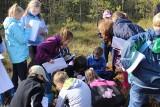 Kościerzyna: Młodzież w terenie poznawała torfowiska