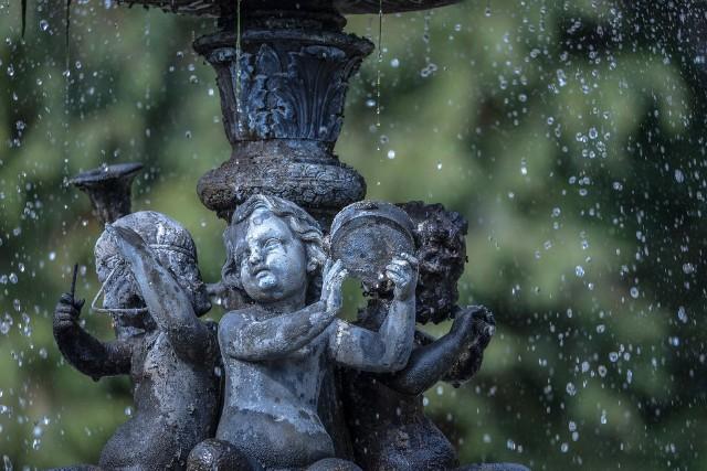 W tym roku na naprawę jednej z golubskich fontann wydano 5 tys. zł. Mimo tego, ktoś ją niszczy.