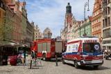 Straż pożarna wjechała na sygnałach na wrocławski Rynek. Co się stało?