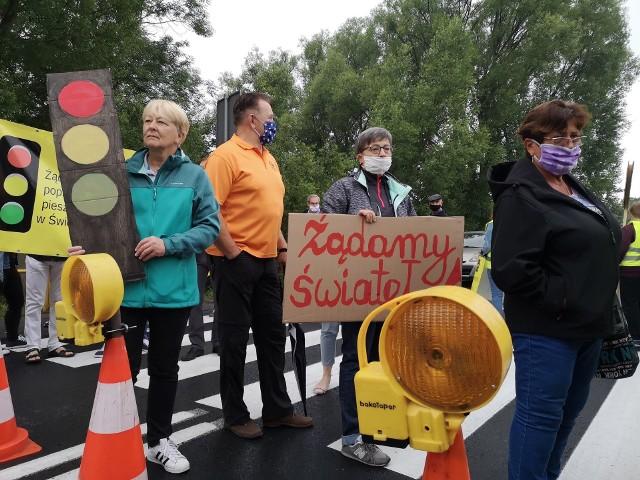 Protest na DK78 w Świerklańcu.Zobacz kolejne zdjęcia. Przesuwaj zdjęcia w prawo - naciśnij strzałkę lub przycisk NASTĘPNE