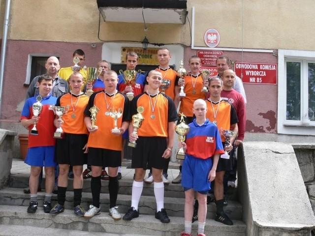 Chłopcy z Młodzieżowego Ośrodka w Kielcach zdobyli mistrzostwo Polski w tenisie stołowym i piłce nożnej.