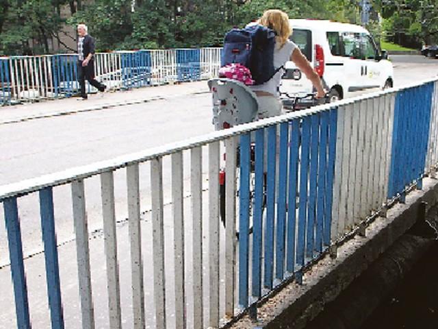 Most na Parsęcie przy ul. Łopuskiego w Kołobrzegu.