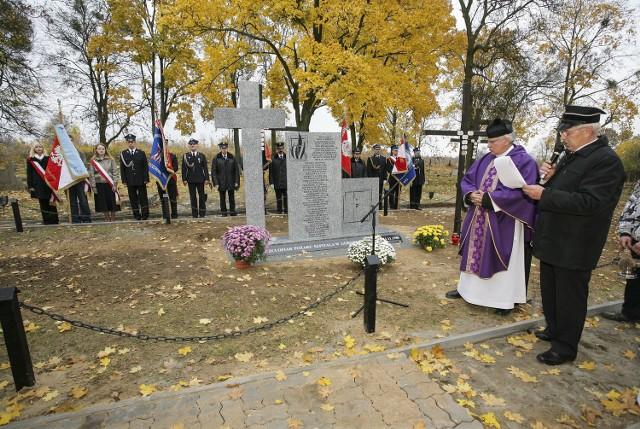Pięć lat temu z inicjatywy parafii Niepokalanego Poczęcia w Świeciu i dyrekcji szpitala psychiatrycznego postawiono nowy grób upamiętniający tragicznie zmarłych. Wyryto na nim nazwiska wszystkich pochowanych.