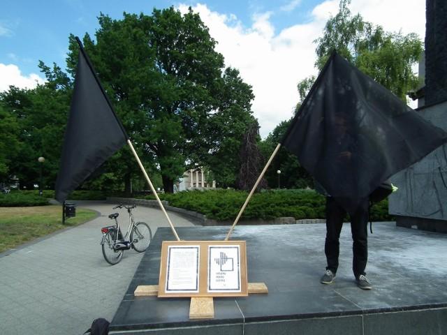 Pogrzeb humanistyki na placu Mickiewicza [ZDJĘCIA]