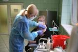 Ruszyły testy na SARS-Cov-2 dla nauczycieli. Czarnek: Jeśli zachorowań będzie dużo, nie wrócimy do szkół