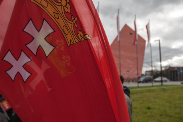 Prokuratura potwierdza, że w związku z prowadzonym postępowaniem - w roli świadka - przesłuchano dziś (tj. we wtorek, 14.11) prezydenta Gdańska, Pawła Adamowicza