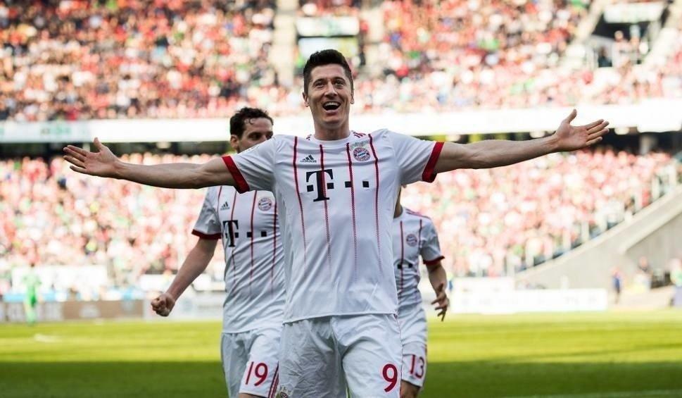 ef3daea38 Robert Lewandowski kontra Cristiano Ronaldo. Kto jest lepszy ...