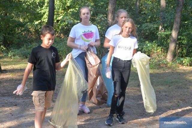 """W akcję """"Sprzątanie Świata"""" chętnie włączają się szkoły i przedszkola. Tak wyglądały poprzednie edycje """"Sprzątania Świata"""" we Włocławku"""