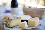 Miękki ser dojrzewający to nie tylko hasło w krzyżówce. Tymi produktami z polskiego mleka zajadają się za granicą