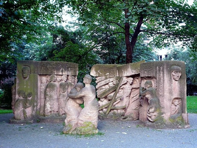 Block der Frauen - fragment rzeźby Ingeborg Hunzinger upamiętniającej protest Rosenstraße