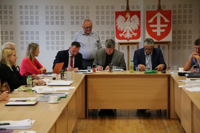 W poniedziałek, 22 czerwca w Centrum Kultury w Jędrzejowie odbyło się nadzwyczajne spotkanie udziałowców spółki Świętokrzyska Kolejka Dojazdowa Ciuchcia Expres Ponidzie.