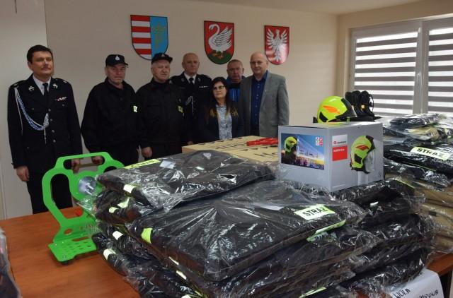 Cztery jednostki OSP z terenu gminy Borkowice otrzymały nowy sprzęt, który będzie wykorzystywany w czasie działań strażaków.