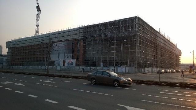 W nowym centrum handlowym ma powstać około 2 tys. miejsc pracy.