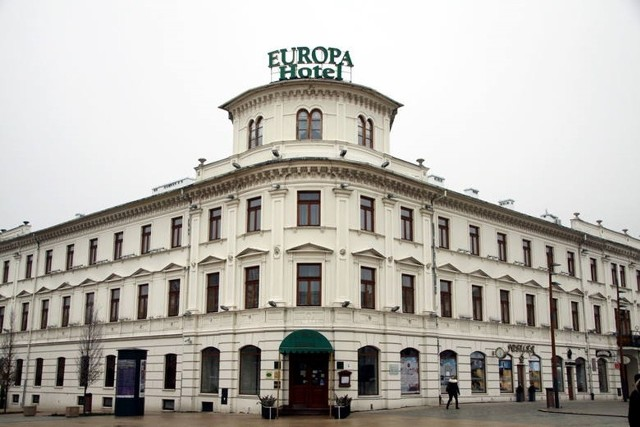 Firma Platan Hotels & Resorts z Warszawy ogłosiła na swoim profilu fejsbook, że nie tylko przejęli obiekt, ale także poszukują nowych pracowników
