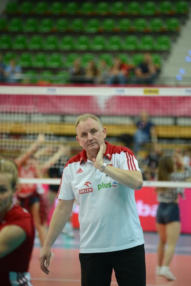 Jacek Nawrocki jest trenerem kadry siatkarek.