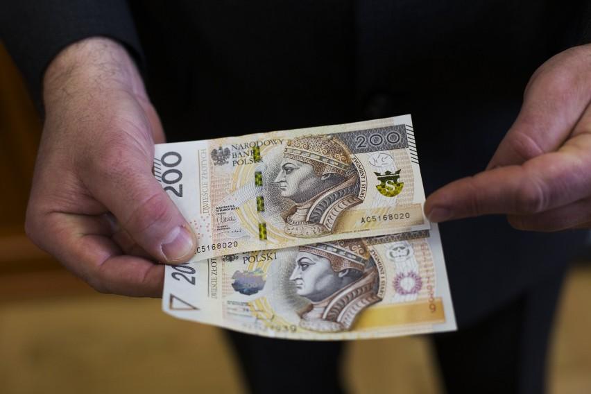 Nawet gdy musimy pożyczyć pieniądze szybko, bez względu na koszt, powinniśmy porównać kilka ofert.