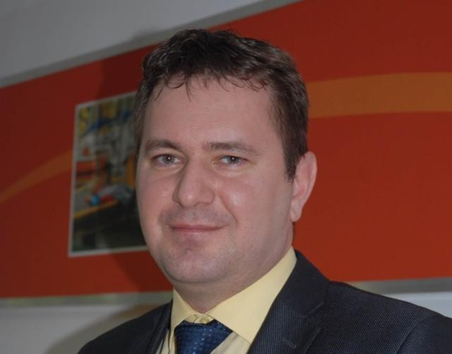 Radosław Pobol jest teraz dyrektorem w wodociągach w Przemkowie. Przeszedł tam, mimo, że ma teraz mniejszą pensję.