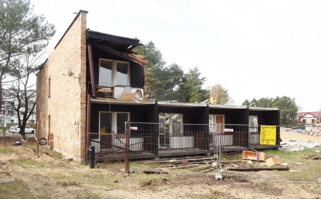 Trwa wyburzanie dawnego hotelu asystenta Uniwersytetu Zielonogórskiego.