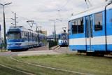 Kraków. Wypadek w centrum. Kierujący hulajnogą zderzył się z tramwajem. Występują utrudnienia