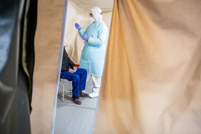 Rząd chce na początku lutego br. przeprowadzić badania przesiewowe nauczycieli pod kątem koronawirusa