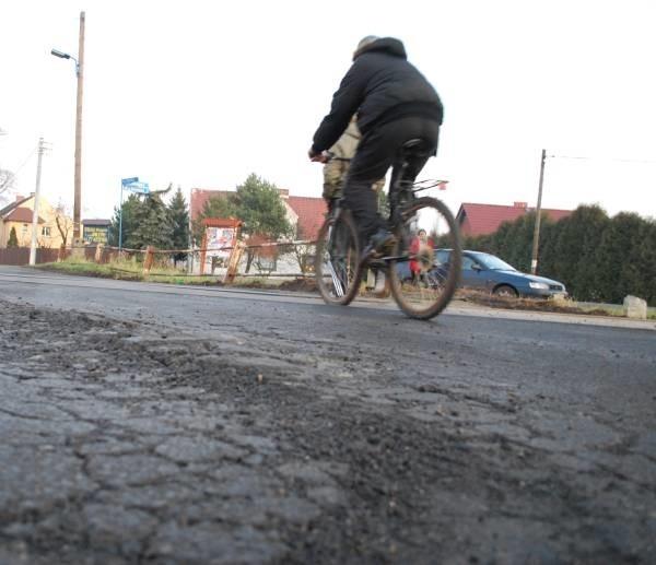 Według zapowiedzi wykonawcy remontu w ciągu kilku dni droga ma być naprawiona.