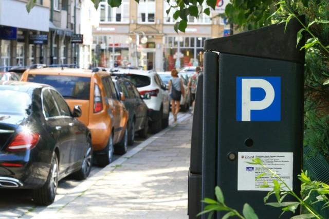 Płatne miejsca parkingowe i parkomaty pojawią się na kolejnych ulicach we Wrocławiu.