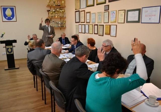Na 14 obecnych na sesji radnych 8 głosowało za zaskarżeniem decyzji WSA, a 5 było przeciwnych (jedna radna wstrzymała się od głosu)