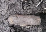 Niewybuch z czasów II wojny światowej znaleziony na polu ornym w Jarosławiu