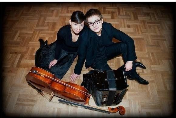 TWOgether Duo tworzą wiolonczelistka Magdalena Bojanowicz oraz akordeonista Maciej Frąckiewicz