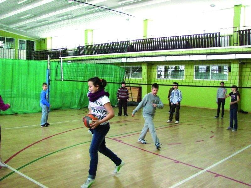 Młodzi sportowcy w Zespole Szkół Samorządowych już trenują swoje umiejętności. Tak bawili się podczas ferii zimowych.